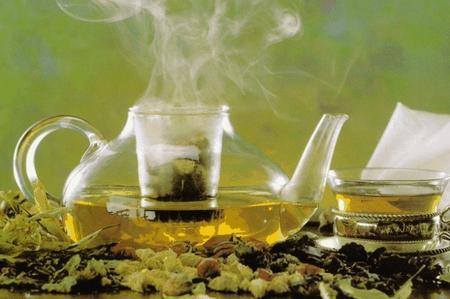 Per combattere i sintomi dell'influenza: tisana di erbe miste