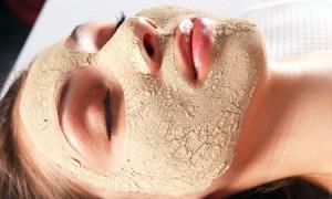 Maschera-viso-fai-da-te-all-uovo-avocado-e-argilla-per-pelle-mista-e-normale